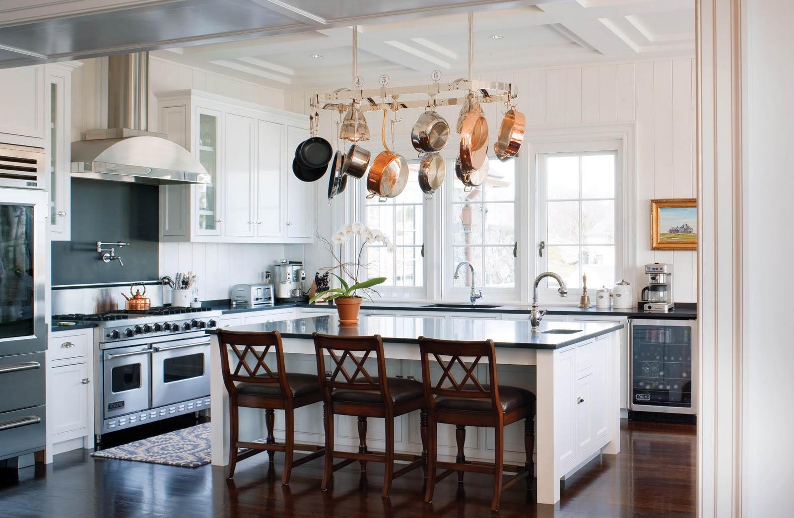 Kam umiestniť v kuchyni panvice? Urobte z nich dekoráciu!
