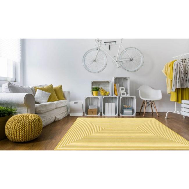 Žltý vysokoodolný a umývateľný koberec vhodný do exteriéru Braid, 160 × 230 cm