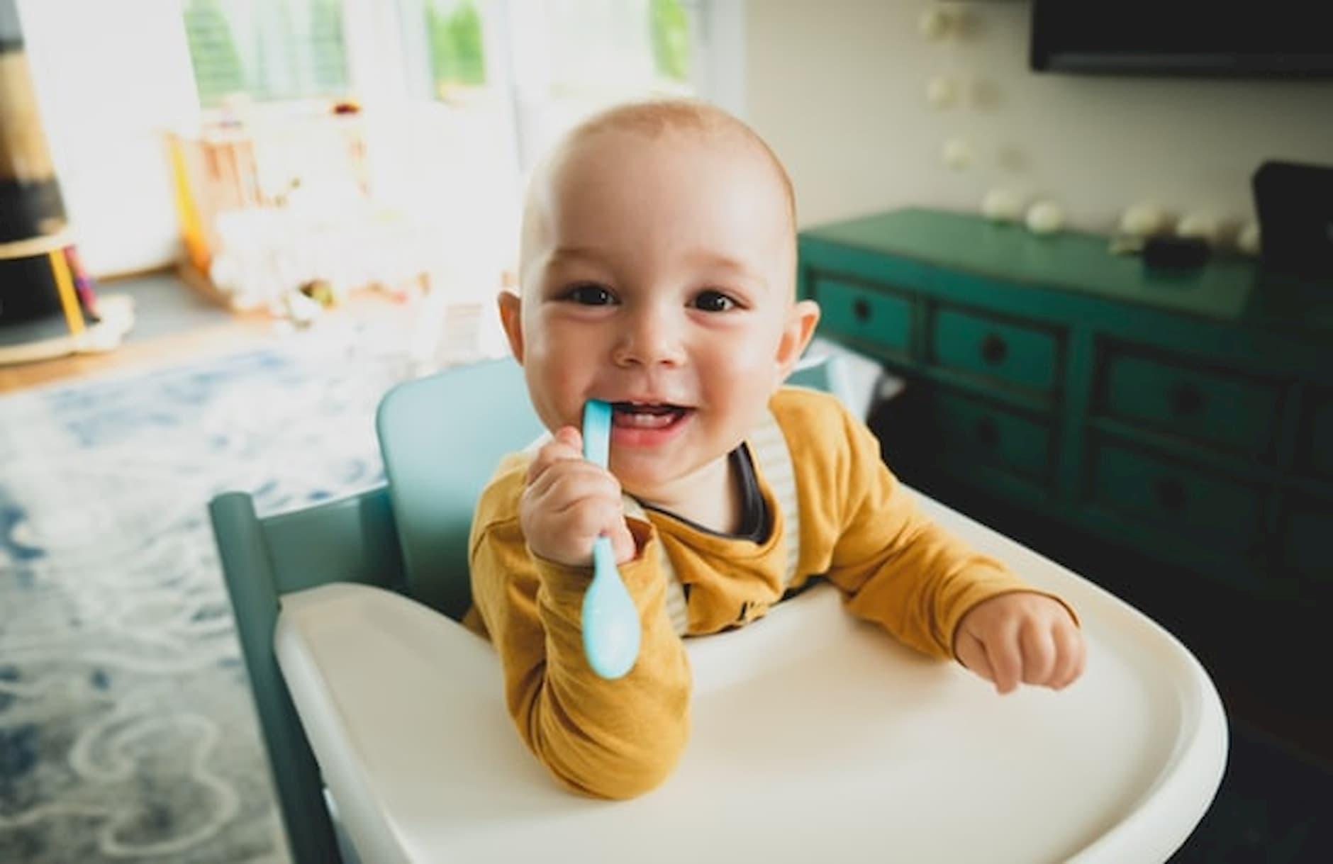 usmiate-babatko-v-jedalenskej-stolicke-pre-dieta-s-lyzickou-v-ustach