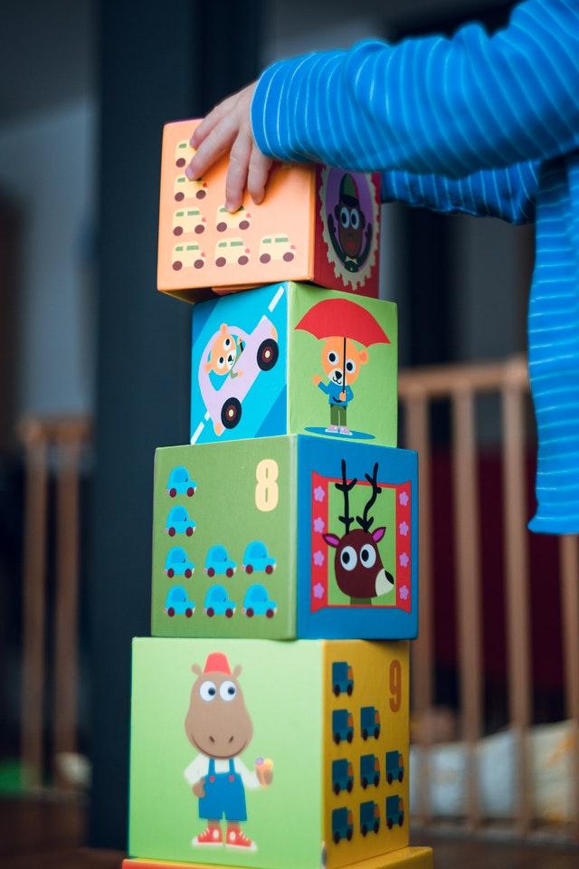 detske-hracie-kocky-na-hranie-v-detskej-ohradke