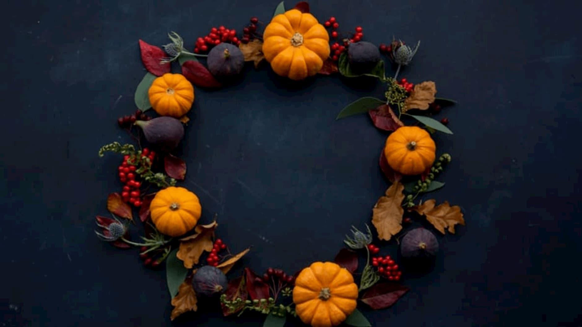 jesenne-dekoracie-veniec-na-dvere-z-tekviciek