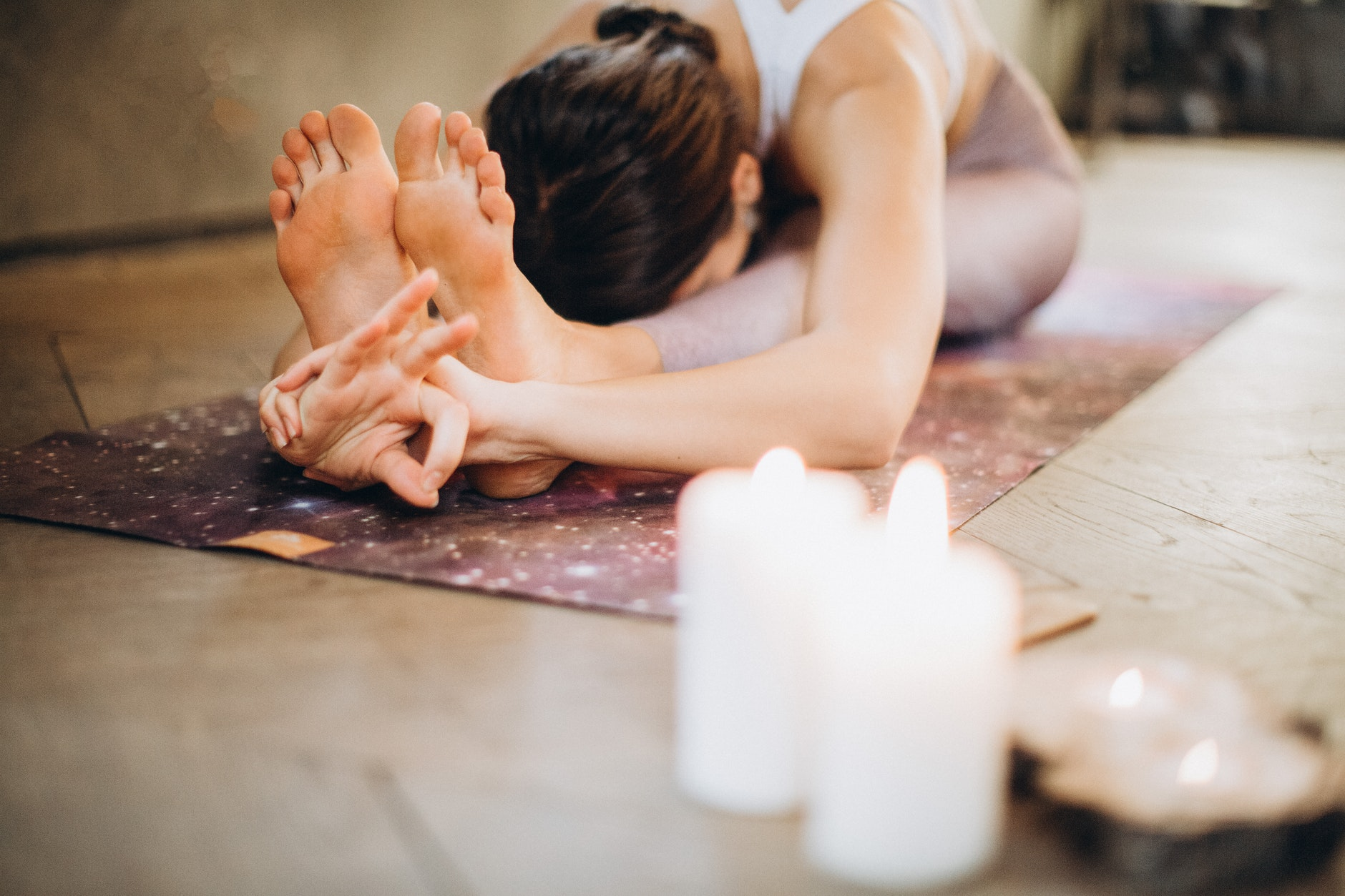 meditacia na podlozke s svieckami