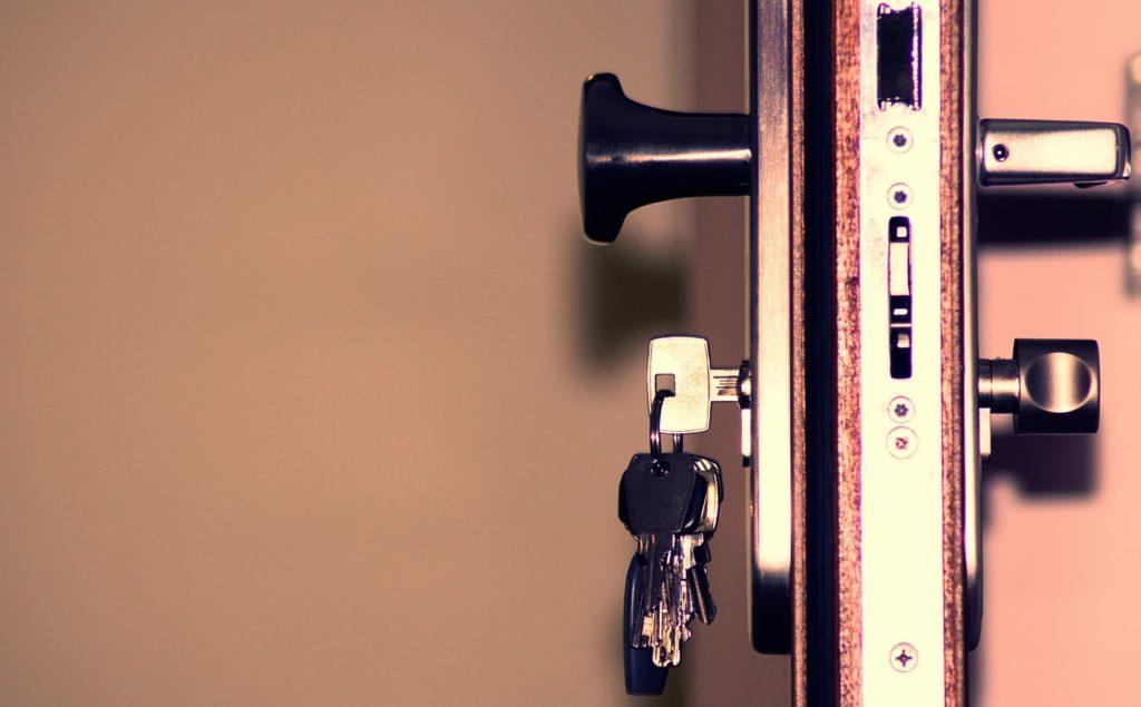 zaseknuty-kluc-v-zamke-ako-vybrat-zaseknuty-kluc-z-dvero