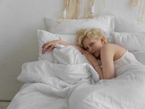 jarna unava zena v posteli